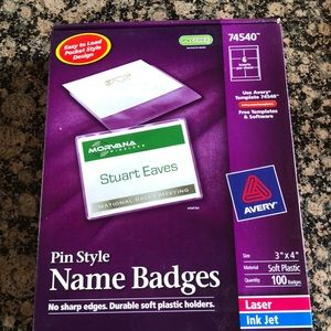 New Avery Pin Style 100 Name Badges Style 74540